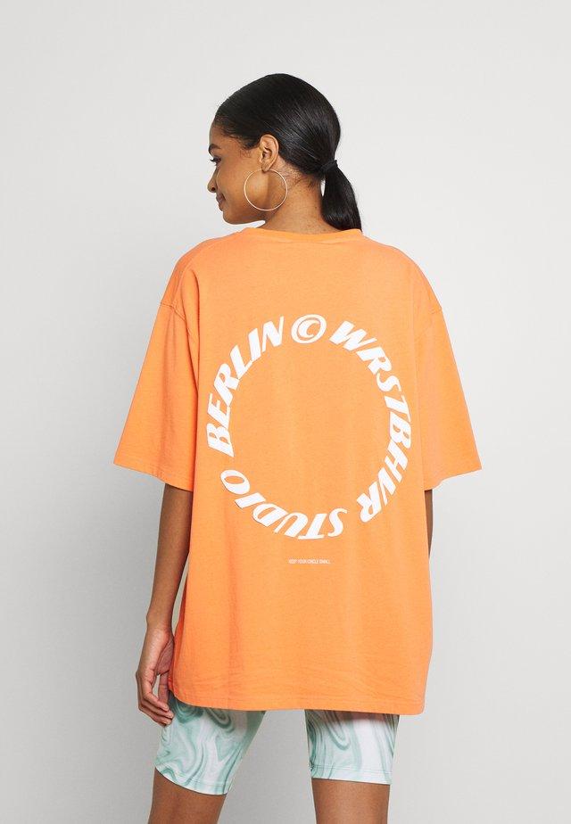 CIRCLE WASHED WOMEN - T-shirt print - orange