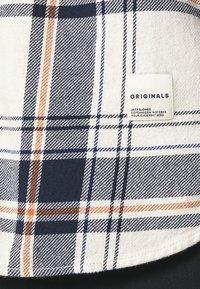Jack & Jones - JORFINDER SHIRT - Shirt - seedpearl - 5
