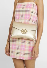 Dorothy Perkins - DOUBLE COMP HARDWARE - Clutch - gold - 1