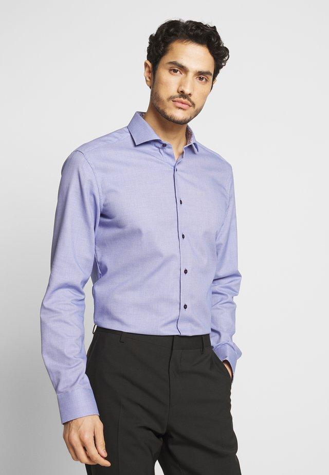 SLIM FIT - Camisa - royal