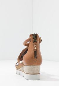 MJUS - Sandály na klínu - sella - 5