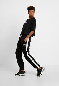 Nike Sportswear - Pantalon de survêtement - black/sail - 2
