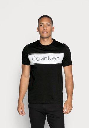 FRONT STRIPE LOGO - T-shirt imprimé - black