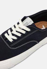 ARKET - RETRO RUNNING - Sneakers laag - navy - 4
