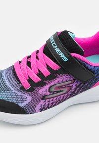 Skechers Performance - GO RUN 600 RADIANT RUNNER - Obuwie do biegania treningowe - black/multicolor - 5
