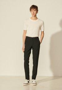 sandro - Trousers - noir - 0