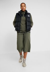 The North Face - GLACIER SNAP NECK  - Felpa in pile - new taupe green/black - 1