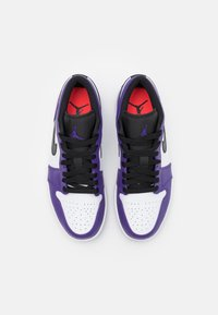 Jordan - Sneakers - court purple/black/white/hot punch