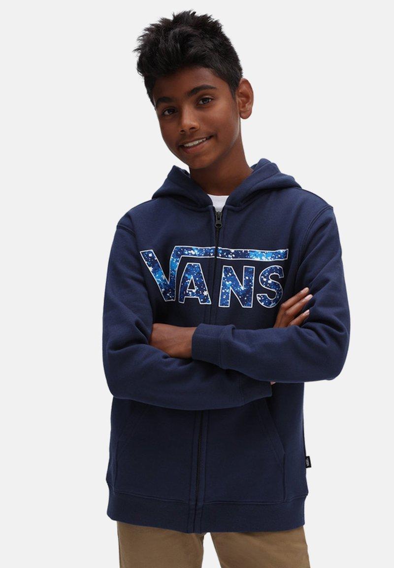 Vans - BY VANS CLASSIC ZIP HOODIE II BOYS - Tröja med dragkedja - dress blues/galactic glow