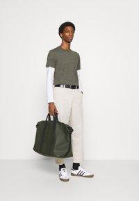 Lyle & Scott - MARLED - T-shirt - bas - trek green marl - 1