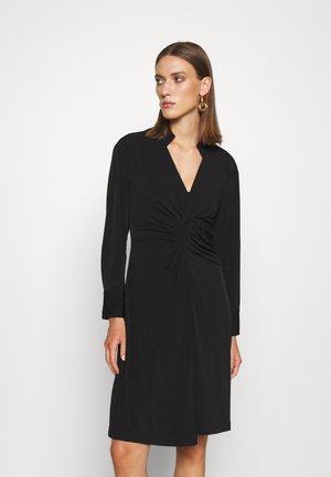 AMIRA LOVELY DRESS - Žerzejové šaty - black