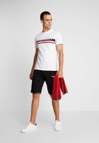 Lyle & Scott - SCRIPT LOGO - T-shirt med print - white - 1