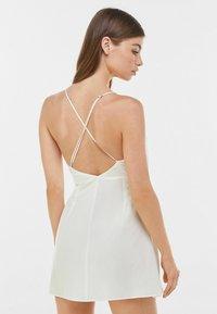 Bershka - Denní šaty - white - 2
