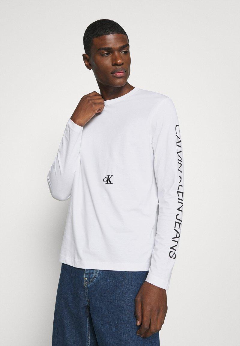 Calvin Klein Jeans - CAR PHOTOPRINT TEE - Long sleeved top - bright white