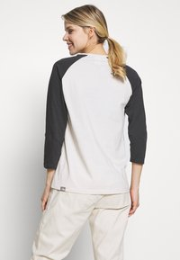 The North Face - WOMENS CORREIA TEE - Topper langermet - vintage white - 2