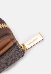 MICHAEL Michael Kors - JET SET CHARM COIN CARD CASE - Wallet - brown/acorn - 4