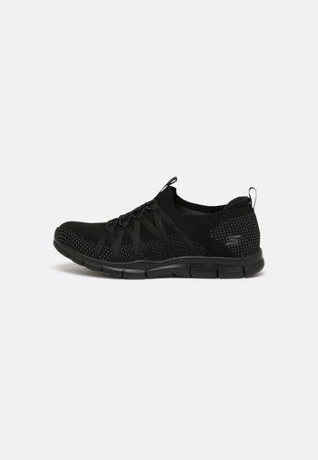 GRATIS - Zapatillas - black