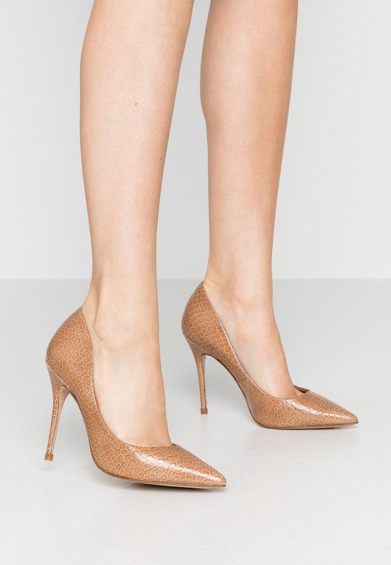 L'INTERVALLE - TEEVA - High heels - yango lajara