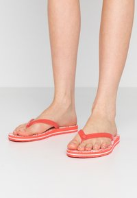 UGG - SIMI GRAPHIC - Pool shoes - coral - 0