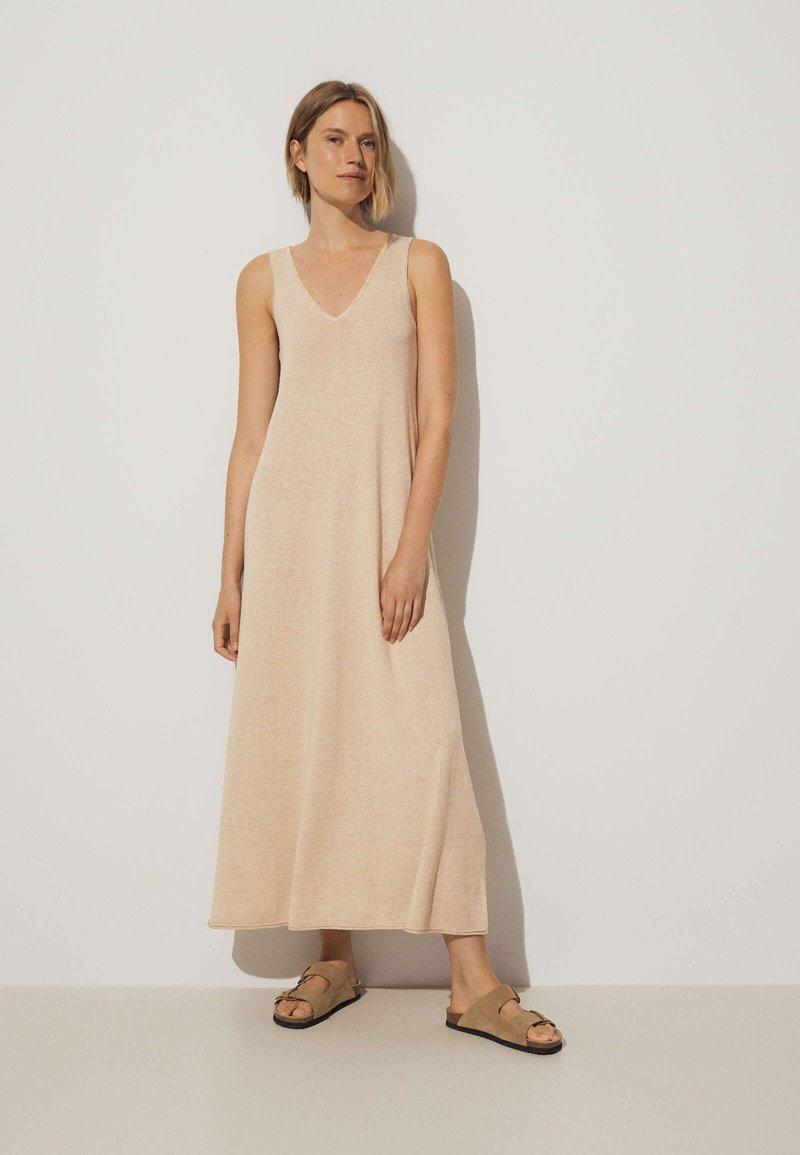 OYSHO - Pletené šaty - beige