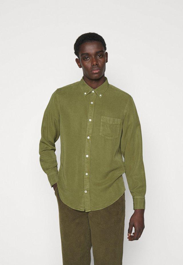 MANZA SLIM - Skjorta - leaf green