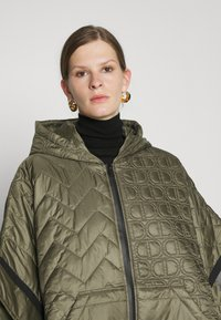 TWINSET - MANTELLA IMBOTTITA MIX TRAPUNTE - Winter coat - verde alpino - 4