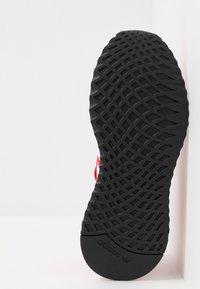 adidas Originals - PATH RUN - Joggesko - scarlet/footwear white/shock red - 4