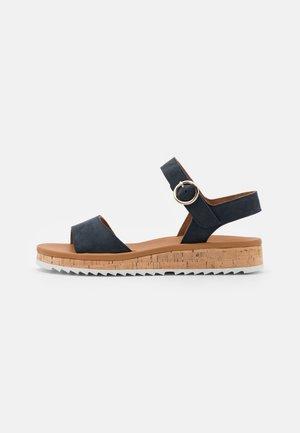 Korkeakorkoiset sandaalit - blau