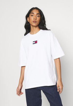OVERSIZED BADGE SLIT TEE - T-shirt imprimé - white