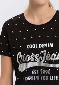 Cross Jeans - MIT ARM - Print T-shirt - black - 3