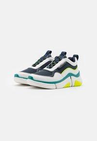 KARL LAGERFELD - VENTURE LAZARUS LOOP MIX - Sneakersy niskie - white/navy - 1