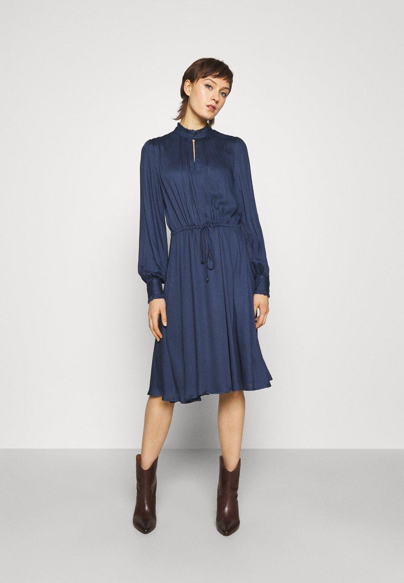 Bruuns Bazaar - BAUMA TILDA DRESS - Vestito estivo - dark blue
