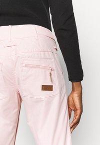 Roxy - NADIA - Spodnie narciarskie - silver pink - 6
