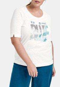 Samoon - Camiseta estampada - offwhite gemustert - 1