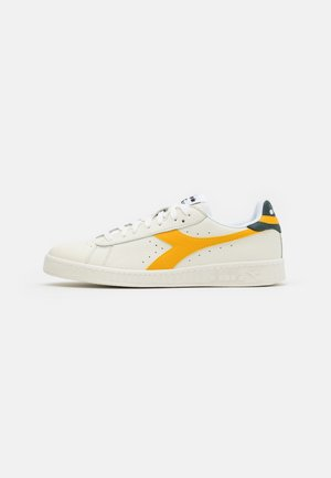 GAME - Sneakers - white/golden rod