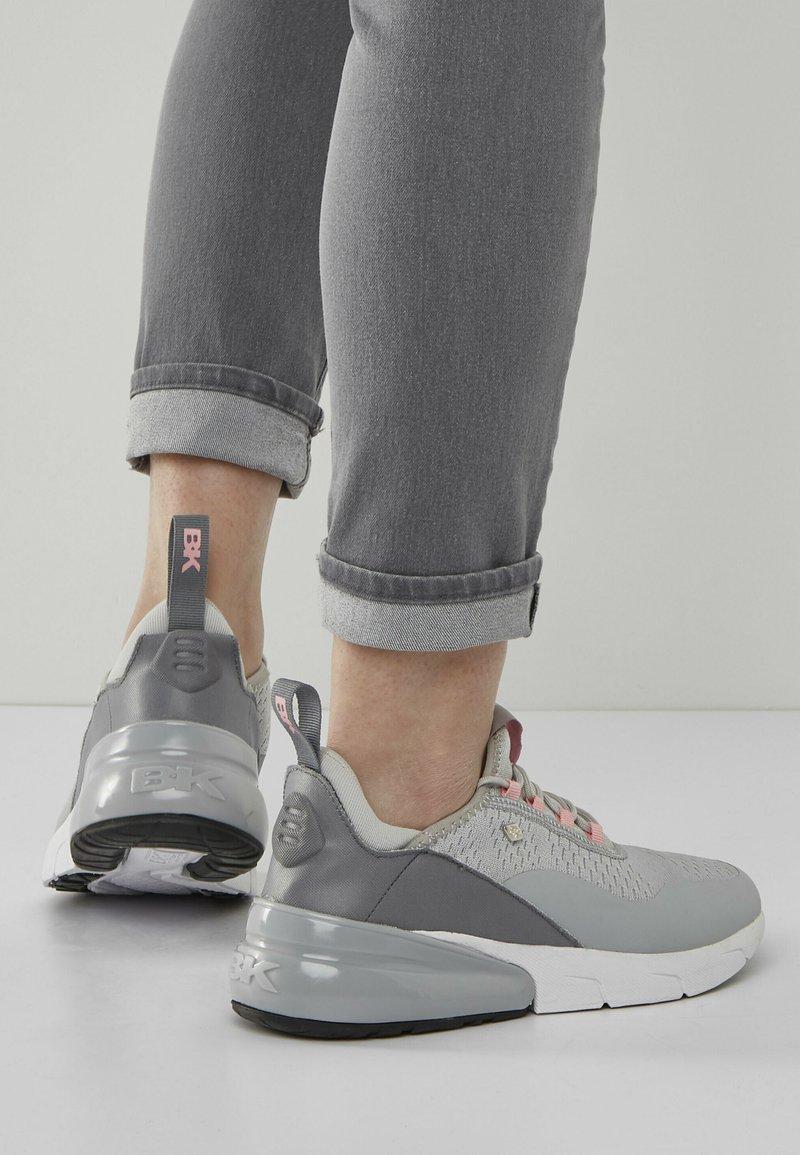 British Knights - VALEN - Sneakersy niskie - light grey/peach