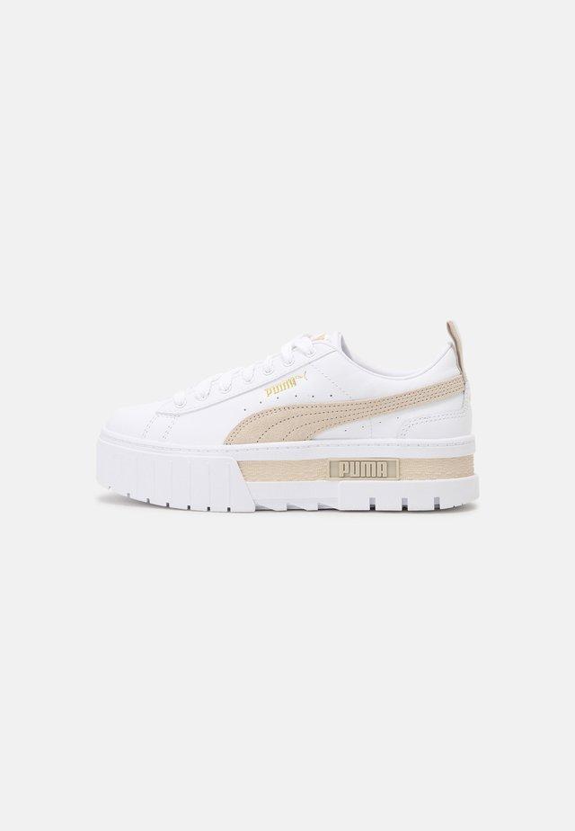 MAYZE - Sneakers basse - white/peyote