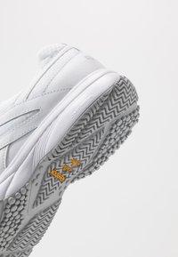 Reebok - WORK N CUSHION 4.0 - Walking trainers - white/cold grey - 5
