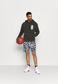 Jordan - ZION WILLIAMSON SHORT - Sports shorts - black/light smoke grey/white - 1