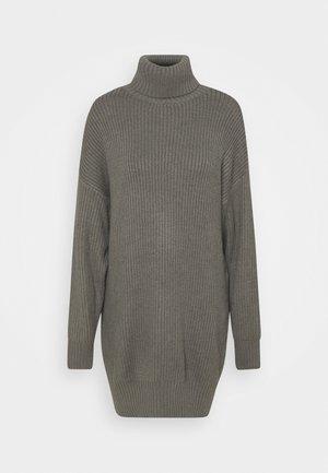 PREMIUM BOYFRIEND ROLL NECK DRESS - Strikket kjole - grey
