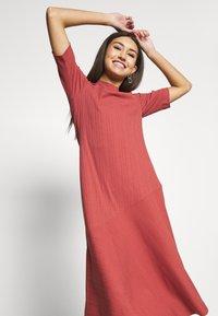 Monki - HALLEY DRESS - Jerseykjole - rust - 3