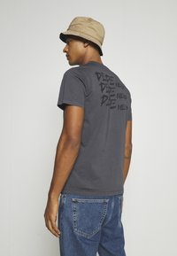 Pepe Jeans - ALBERT UNISEX - Print T-shirt - steel grey - 4