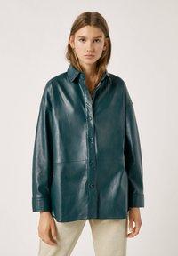 PULL&BEAR - Faux leather jacket - mottled dark green - 0