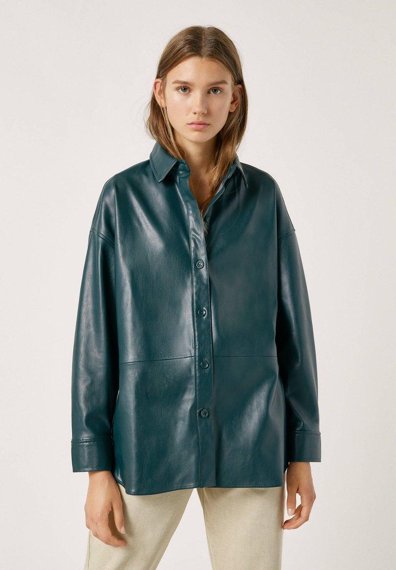 PULL&BEAR - Faux leather jacket - mottled dark green