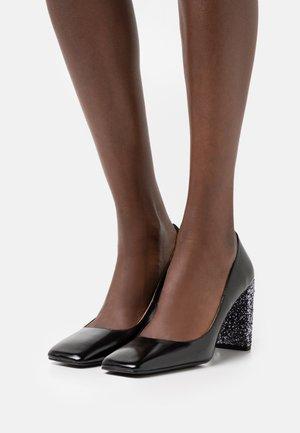 BOZART - Classic heels - glit noir/argent
