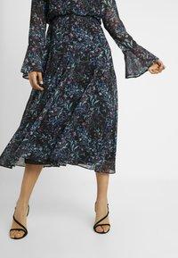 Hope & Ivy Tall - HANKEY HEM DRESS WITH FLUTED SLEEVE - Juhlamekko - blue - 5