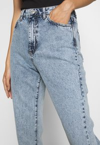 Gina Tricot - DAGNY HIGHWAIST - Relaxed fit jeans - mid blue snow - 3