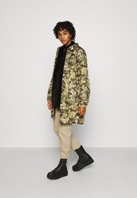 The North Face - TELEGRAPHIC COACHES JACKET - Parka - burnt olive green - 1
