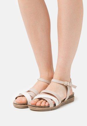 Sandals - dune