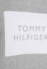 Tommy Hilfiger - RELAXED BOX  - Sweatshirt - light grey heather - 6
